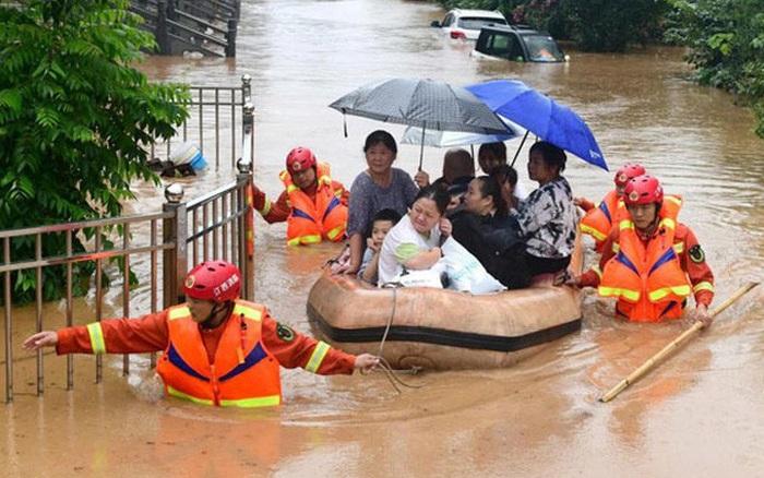 Trung Quốc: Mưa lũ chuyển hướng, cư dân khốn đốn