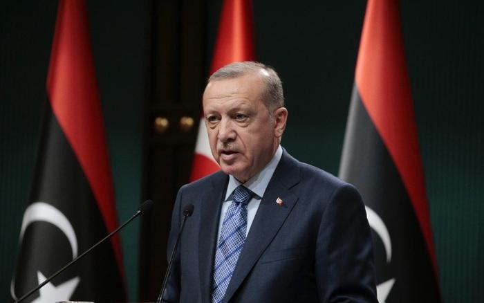 """""""Mỗi tháng châm ngòi một cuộc xung đột"""": Chiến lược """"khó chịu"""" của Thổ Nhĩ Kỳ khiến Nga cũng phải """"chào..."""