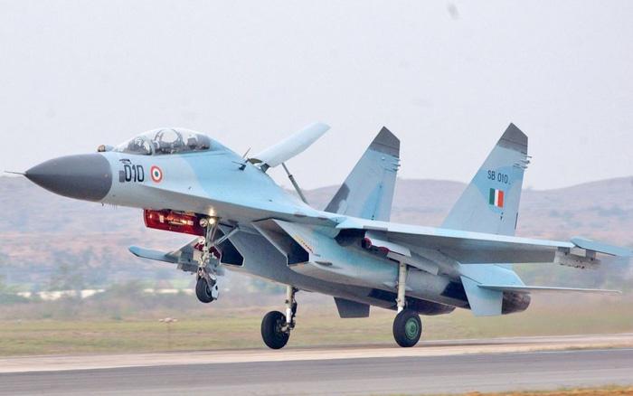 Dàn tiêm kích và trực thăng Ấn Độ áp sát biên giới Trung Quốc