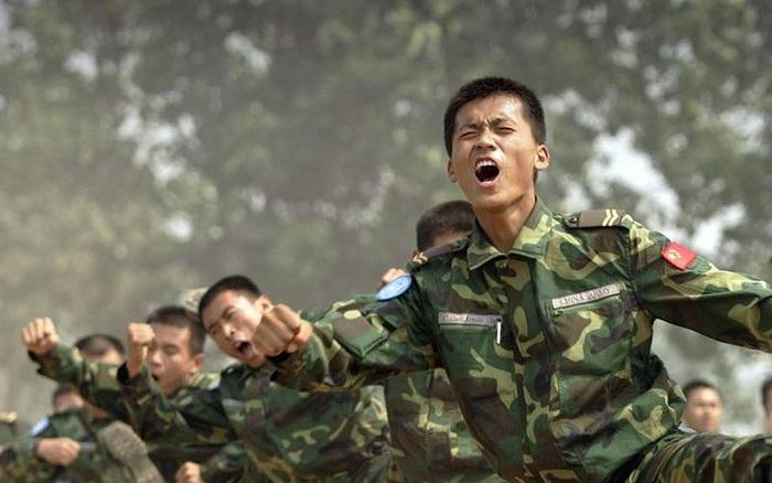 """Sau 40 năm nỗ lực hiện đại hóa, QĐ Trung Quốc vẫn chưa khắc phục được """"mắt xích"""" yếu nhất?"""