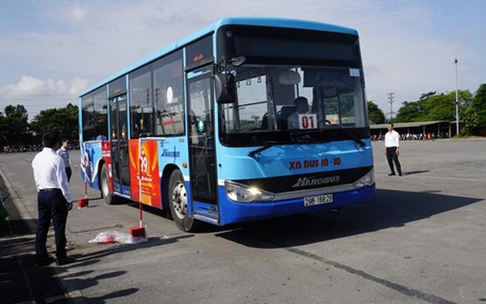 Giám đốc, phó giám đốc của Xí nghiệp xe buýt 10-10 cùng 34 người đi cách ly tập trung, tiếp tục truy vết F2, F3