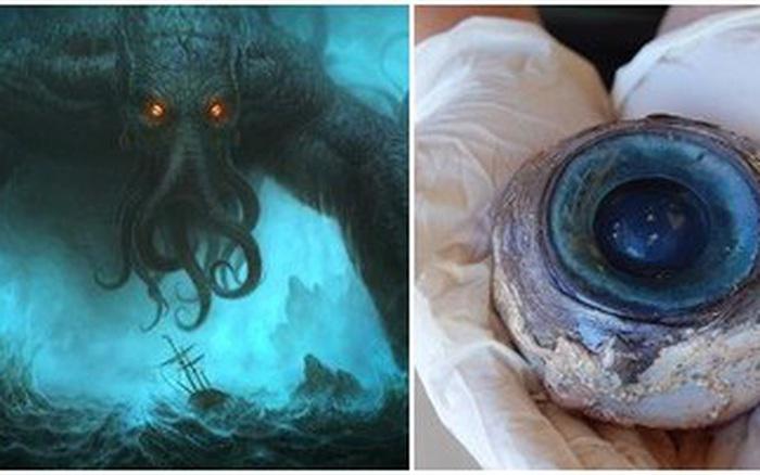 Đôi mắt quái vật bí ẩn rơi trên bờ biển khiến người yếu vía khiếp sợ