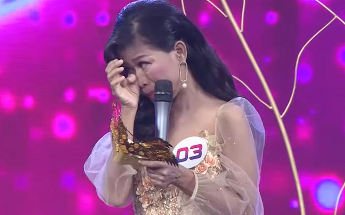 6 năm nghỉ hát vì bệnh hiểm nghèo, ca sĩ Thái Trân bật khóc trở lại sân khấu