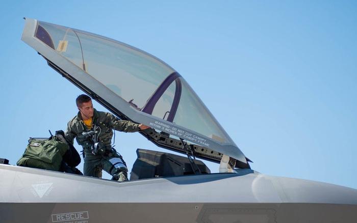 Chỉ huy trưởng Không quân Mỹ tuyên bố sốc về