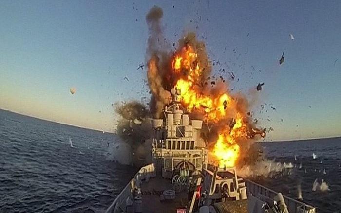 Mỹ điều tàu chỉ huy tấn công toàn cầu áp sát Nga - Bộ QP Nga đề xuất ném bom cảnh cáo tàu NATO xâm phạm...