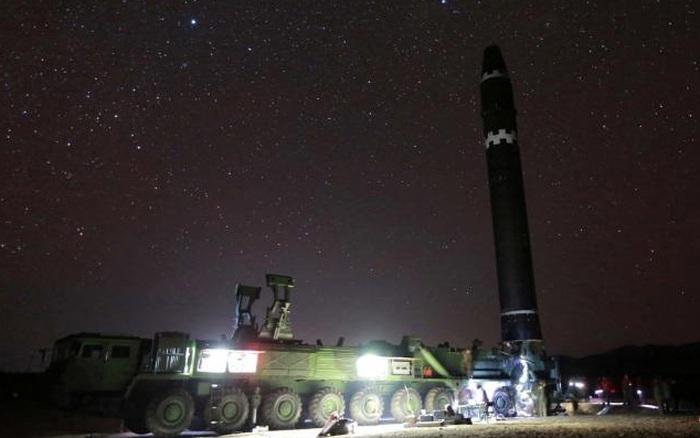 Triều Tiên công bố tên lửa đạn đạo hủy diệt tầm bắn tới Mỹ trong cuộc duyệt binh lớn?