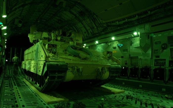 Mỹ bất ngờ triển khai hàng loạt xe chiến đấu bộ binh tới Syria