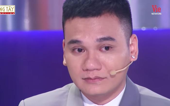 Khắc Việt bật khóc: