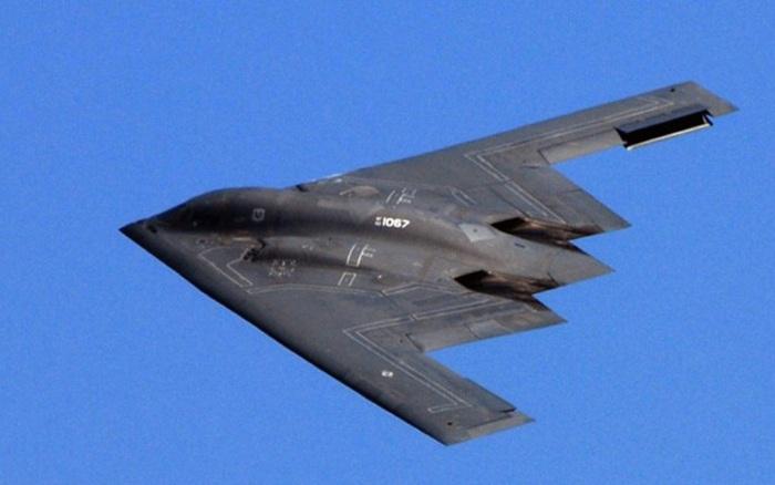 Điều gì làm nên sức mạnh hủy diệt của máy bay ném bom tàng hình B-2?