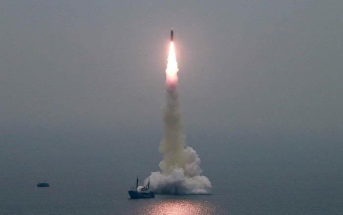 Ảnh vệ tinh hé lộ Triều Tiên sắp phóng tên lửa từ tàu ngầm?