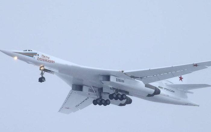 Clip: Siêu máy bay ném bom mạnh nhất trong lịch sử của Nga
