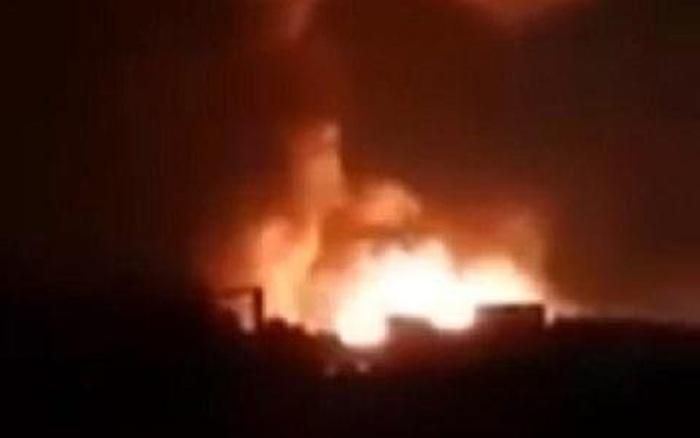 Clip: Lén tuồn dầu, tàu Thổ bị hỏa lực Nga nhấn trong biển lửa ở Syria