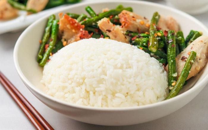 Người Việt ăn cơm 1 ngày bằng người Châu Âu ăn cả tuần: Chuyên gia cảnh báo tác hại không ngờ