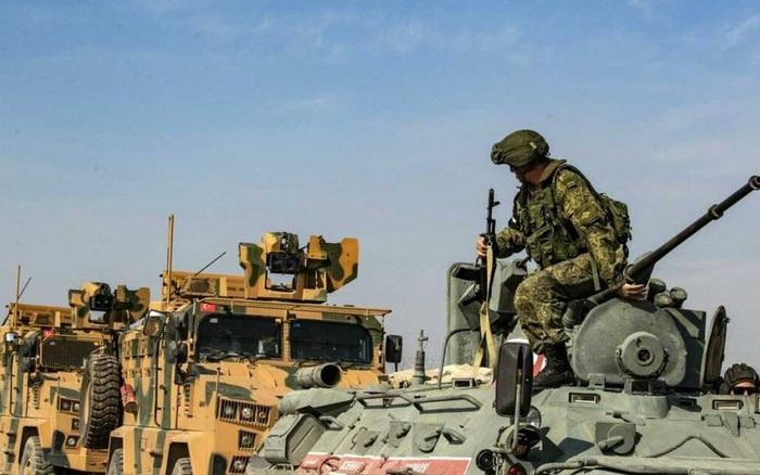 """""""Thòng lọng"""" siết lại, Thổ Nhĩ Kỳ ồ ạt rút quân khỏi Aleppo, Syria"""