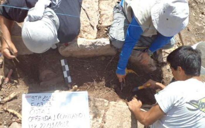 14 lọ ma dược ngàn năm xuất hiện giữa loạt mộ cổ pháp sư Maya
