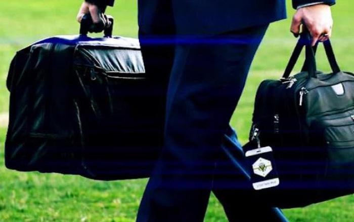 Ông Trump và ông Biden chuyển giao valy hạt nhân theo cách chưa từng có