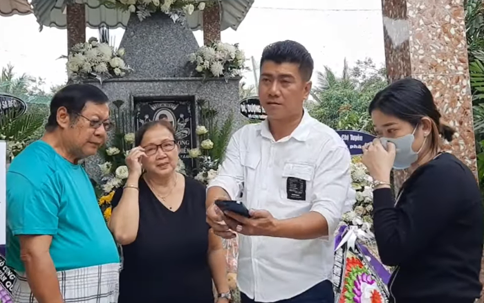 Mẹ Vân Quang Long nghẹn lòng ra thăm mộ, nói về ước mơ dở dang của con trai