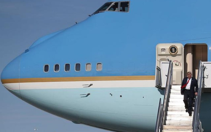 Chuyên cơ Không Lực Một mới cứng nhưng bị ông Biden