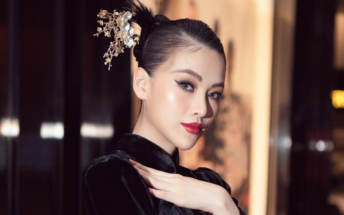 Hoa hậu Phương Khánh khoe chân thon quyến rũ