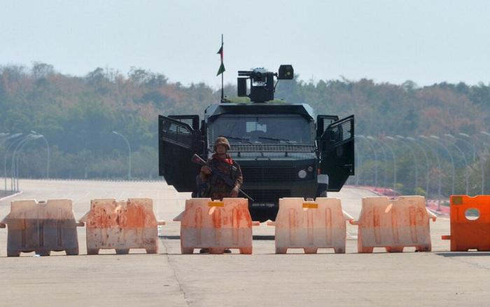 """""""Đục nước béo cò"""": Bắc Kinh ngấm ngầm thu lợi nhiều nhất sau đảo chính quân sự ở Myanmar?"""
