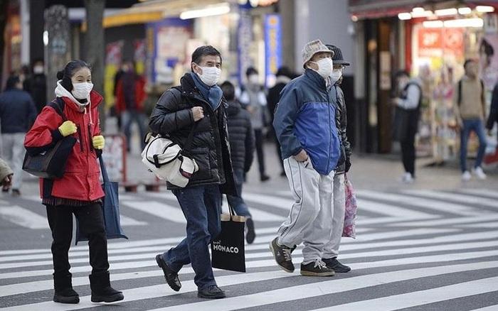 Trong khi thế giới vật lộn với COVID-19, Nhật Bản lại có số người tử vong giảm bất ngờ: Vì sao vậy?