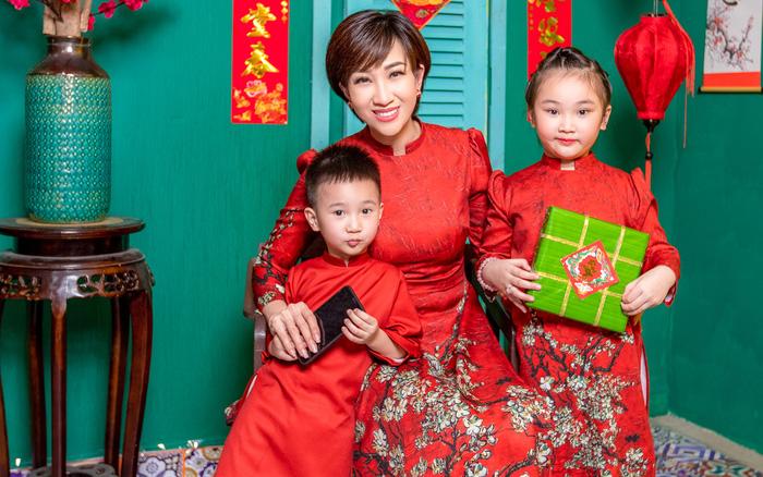 Lều Phương Anh chụp bộ ảnh Tết rực rỡ cùng hai con