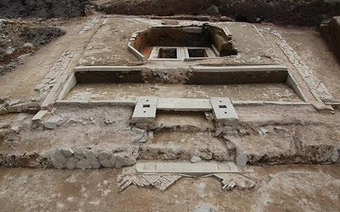 Tình cờ phát hiện một lăng mộ trong lòng núi, hành động của đội công nhân bị cảnh sát lên án nghiêm khắc - giá vàng 9999 hôm nay 311
