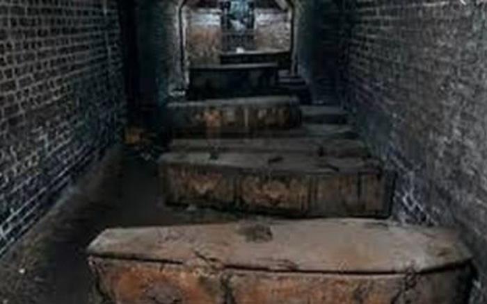 Kho báu khủng trong quan tài đá 1.800 năm tuổi của đôi vợ chồng - giá vàng 9999 hôm nay 1311