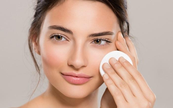 Bác sĩ da liễu: Có nhất thiết phải tẩy trang hàng ngày không? Làm sạch da thế nào hiệu quả?