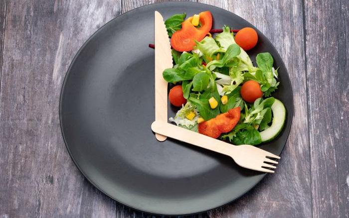 Nên ăn trưa lúc mấy giờ tốt nhất? Bác sĩ trả lời câu hỏi triệu đô, chỉ ra 2 sai lầm tai hại khi ăn trưa
