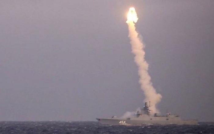 """Sở hữu vũ khí mang sức mạnh khủng khiếp, Nga khiến Mỹ """"chao đảo""""?"""