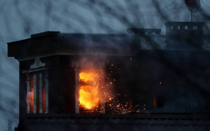 Đại gia Nga cố thủ trong kho vũ khí, đấu súng với đặc nhiệm Moscow
