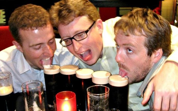 """Uống bia có thể cải thiện """"chuyện ấy"""" ?"""