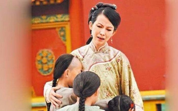 Nỗi bi kịch vú em của các hoàng tử, công chúa: Lấy sữa mình nuôi con người khác!