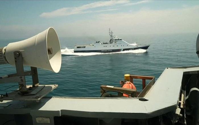 """HMS Defender của Anh có làm nên """"vụ Watergate hàng hải""""?"""