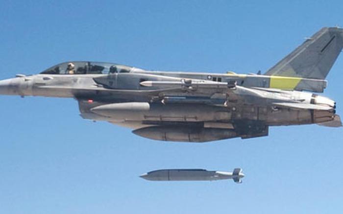 F-16IN_JSOW_Test-a1e02.jpg