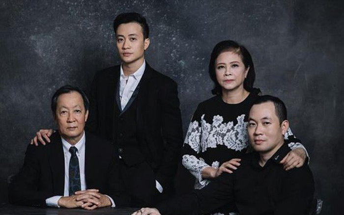 Đăng ảnh kỷ niệm 40 năm đám cưới bố mẹ, Lương Mạnh Hải lần đầu hé lộ anh trai làm trong ngành hàng không