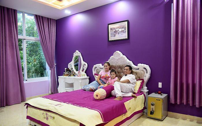 Cơ ngơi trị giá 20 tỉ của danh hài Hồng Tơ và vợ trẻ kém 23 tuổi