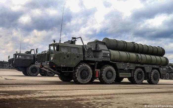 Chiến sự Syria: Hé lộ chủ nhân máy bay lạ lởn vởn quanh căn cứ Hmeimim khi Tu-160 của Nga sắp ném bom ở...