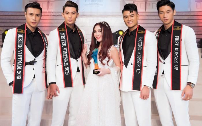 Ôn Bích Hà xinh đẹp giữa dàn mỹ nam của Mister Việt Nam 2019