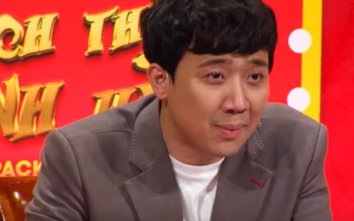 """Bí mật của Trấn Thành dưới gầm ghế giám khảo chương trình """"Thách thức danh hài"""""""
