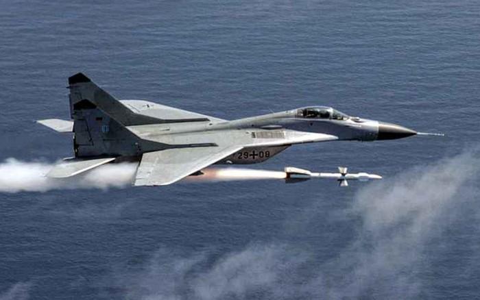 """Ấn Độ tuyên bố mua lô MiG-29 từ Nga với giá """"vứt sọt rác"""": Tranh cãi kịch liệt"""