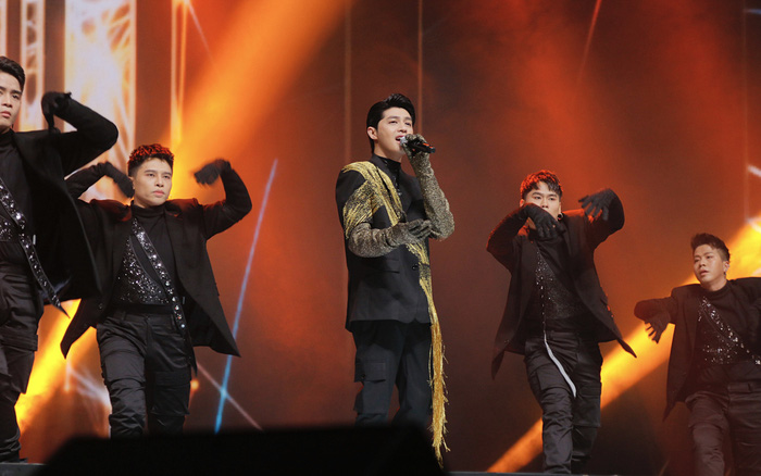 Noo Phước Thịnh tự tin biểu diễn trước hơn 25 nghìn khán giả, được báo Hàn hết lời khen ngợi