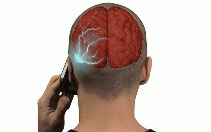 Tác hại của điện thoại: Trái tim, cơ thể con người thay đổi ngoài sức tưởng tượng của bạn