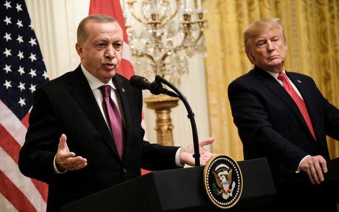"""Mỹ muốn biến """"rồng lửa"""" S-400 thành """"cục chặn giấy 2 tỷ đô"""", Nga Thổ """"cười khẩy""""?"""