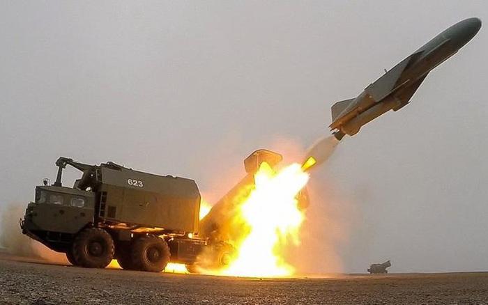 """Tên lửa Nga đánh chìm tàu khu trục Israel: """"Cổ lỗ"""" sao vẫn được tin dùng?"""