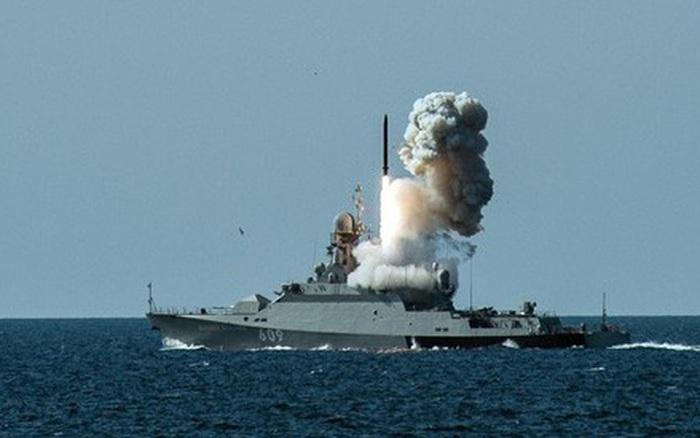 """Phát ngôn """"gây sốc"""" của BTQP Nga về hoạt động của tên lửa siêu thanh Zircon"""
