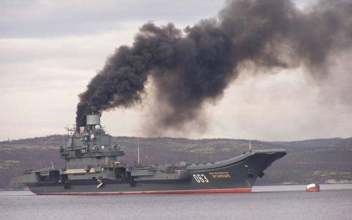 NÓNG: Tàu sân bay Kuznetsov duy nhất của Nga vừa bốc cháy - Đã có nhiều thương vong