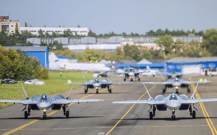 """Mãn nhãn ngắm Su-57 của Nga dạo chơi trên bầu trời cùng động cơ """"khủng"""""""