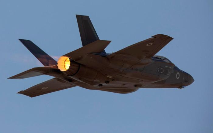 """Israel không kích tan nát các mục tiêu Iran ở Syria: S-300 Nga """"trố mắt"""" đứng nhìn?"""